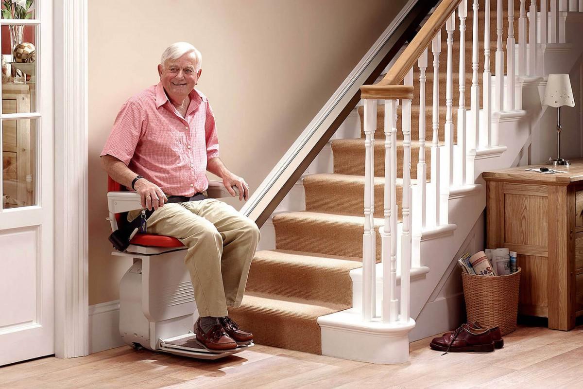 elderly-gentleman-on-lift-1200x800
